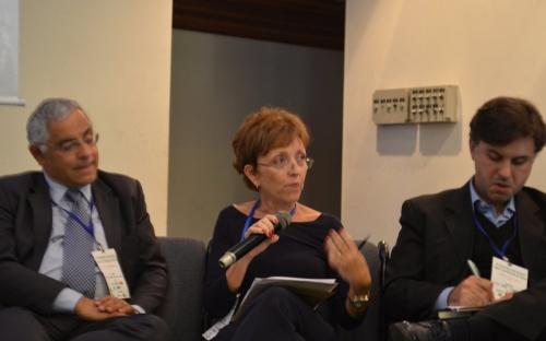 Elizabeth Farina, presidente da UNICA (centro), entre Luiz Augusto Horta Nogueira (esquerda) e Bernardo Hauch Ribeiro de Castro (direita).