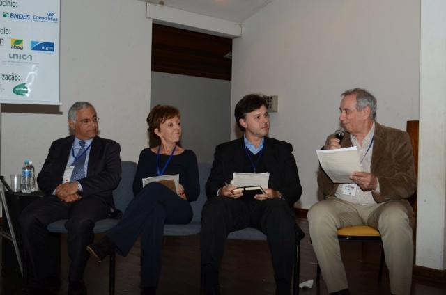 Da esquerda para a direita, Luiz Augusto Horta Nogueira, Elizabeth Farina, Bernardo Hauch Ribeiro de Castro e Francisco Emílio Baccaro Nigro. Foto: João Batista.